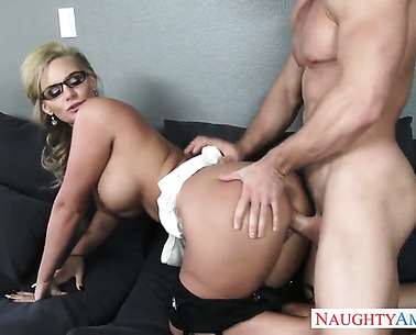 Curvy Phoenix Marie Loves It Doggy Style